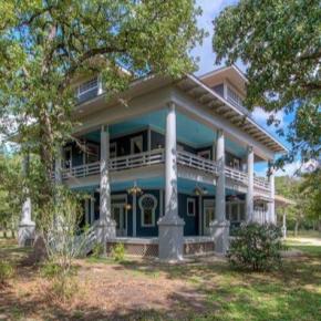 My haunted mansion/ B&B / writers' retreat / weddingvenue