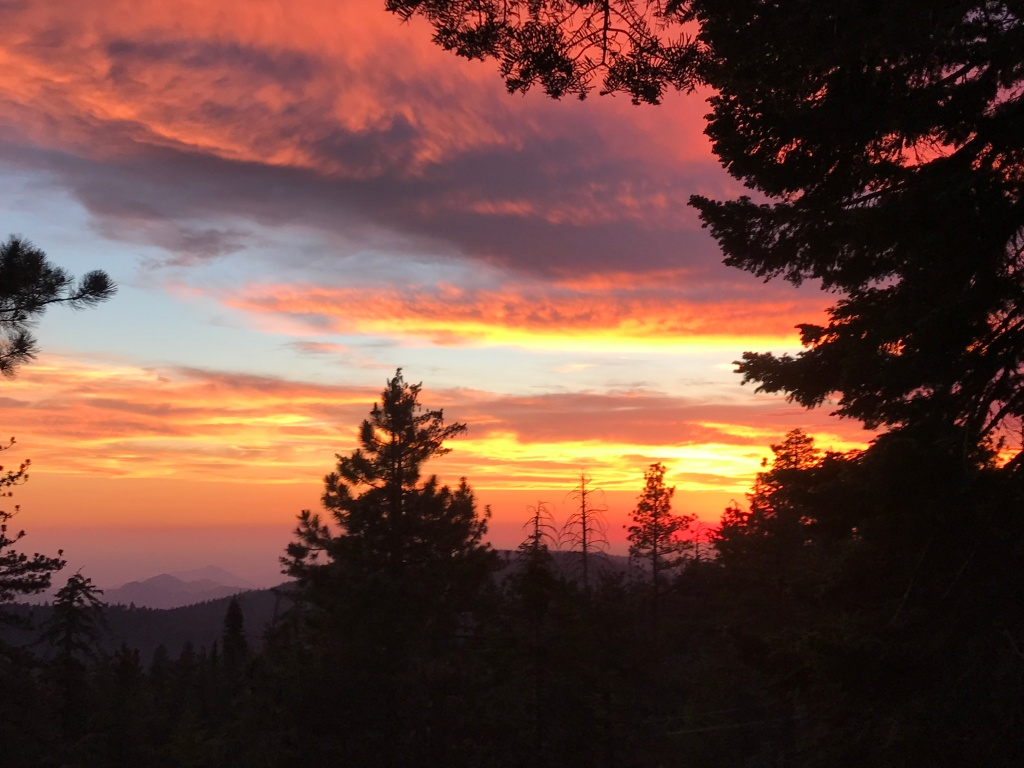 Sunset with pinks and oranges in Kings Canyon National Park